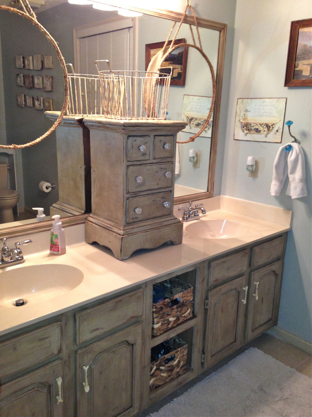 Bathroom vanity makeover with annie sloan chalk paint for Bathroom cabinet makeover ideas