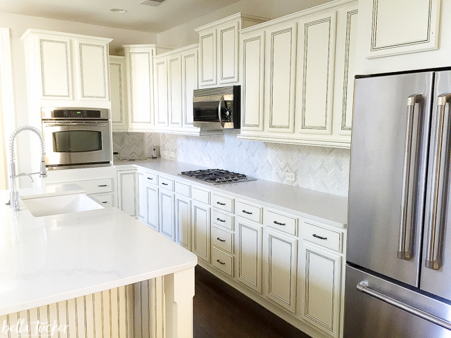 Cabinets painted in Sherwin Williams Dover White. & The Best Kitchen Cabinet Paint Colors - Bella Tucker Decorative Finishes